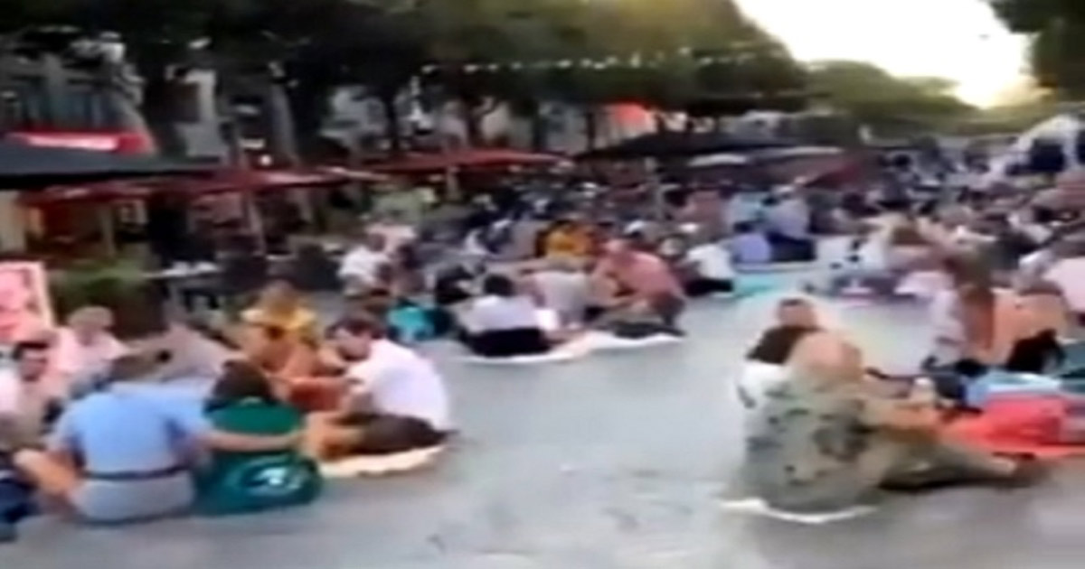 You are currently viewing VIDEO: French Protest Vax Passports by Picnicking Outside of 'Vax-Only' Restaurants